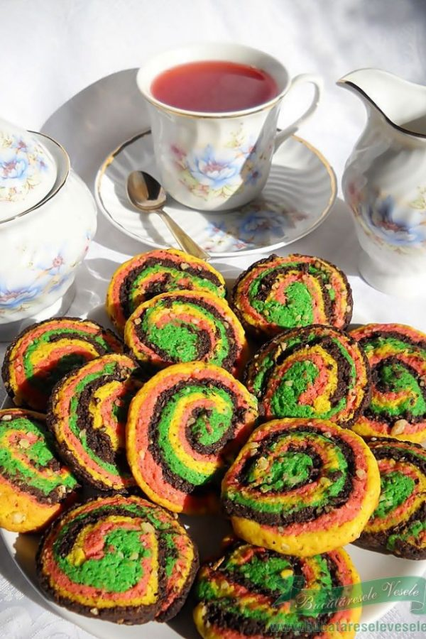 Biscuiti fragezi colorati