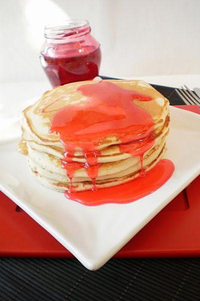 Pancakes cu sirop de trandafiri