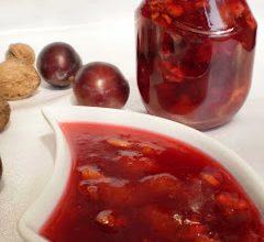 Dulceata de prune cu nuca