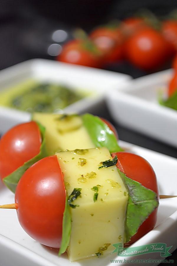 Kebab cu Emmentaler si sos Pesto