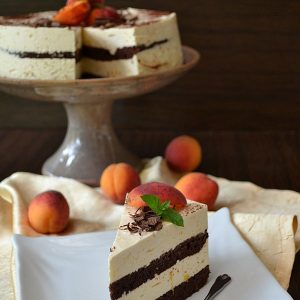 Tort cu crema de mascarpone si caise