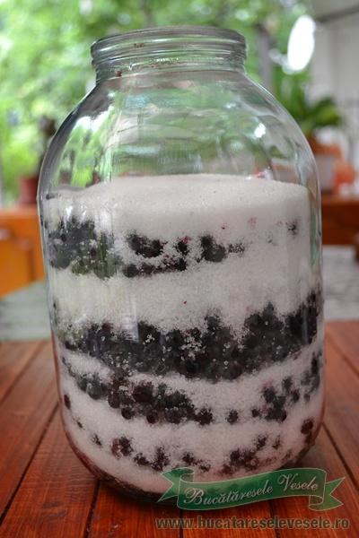lichior-de-afine-afinata-ingrediente