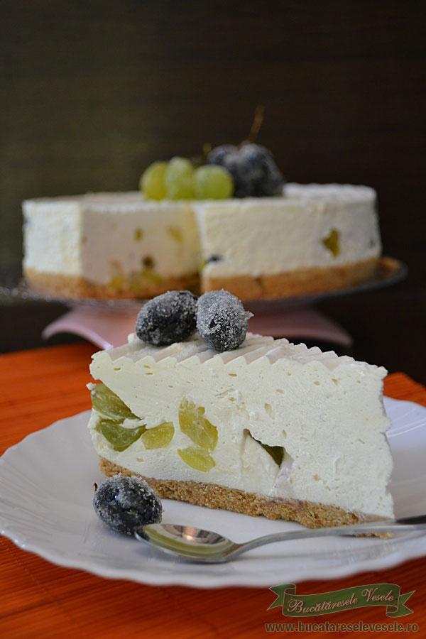prajitura-cu-crema-de-branza-si-struguri-1