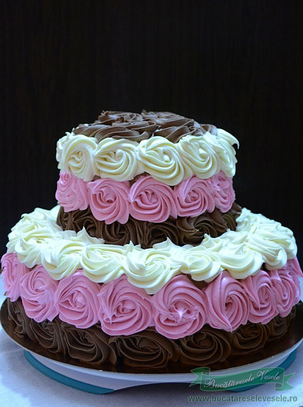 tort-cu-trandafiri-de-ciocolata-4