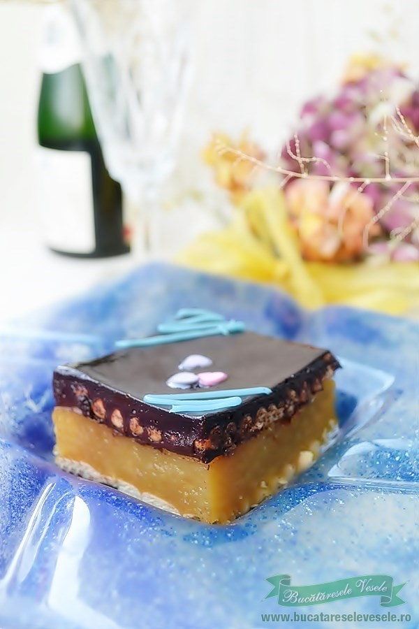 Prajitura rapida cu mere si glazura de ciocolata