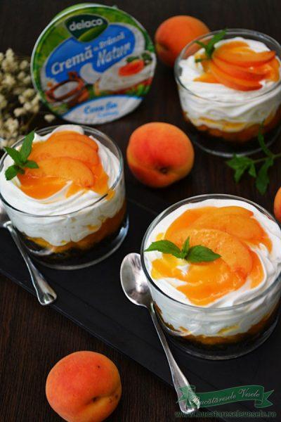 Cheesecake cu caise la pahar