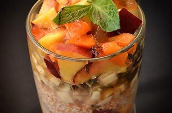 Dejun Kollath cu fructe si miere