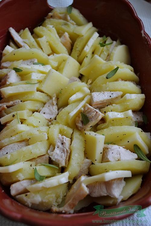cartofi-cu-cascaval-si-piept-de-pui-preparare