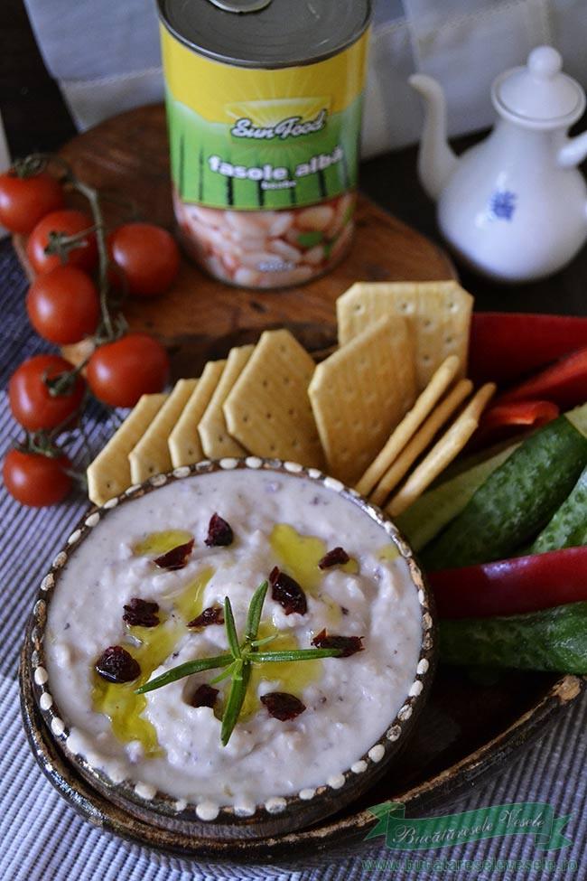 humus-cu-fasole-alba-merisoare