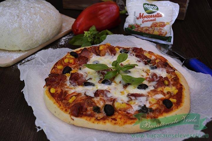 pizza-cu-mozzarella-si-prosciutto