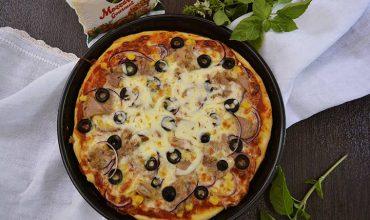 Pizza cu ton si mozzarella