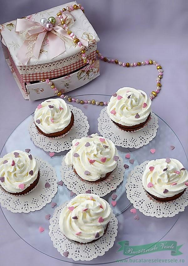 Cupcakes cu Pere si Crema de Mascarpone