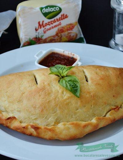 Pizza Calzone cu Sunca si Mozzarella