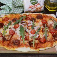 pizza-cu-chorizo-si-mozzarella