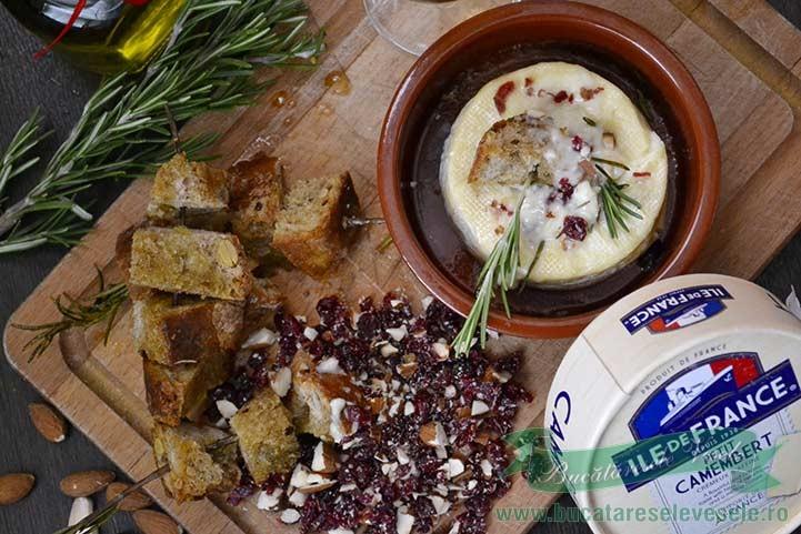 camembert-la-cuptor-cu-migdale-si-merisoare-1