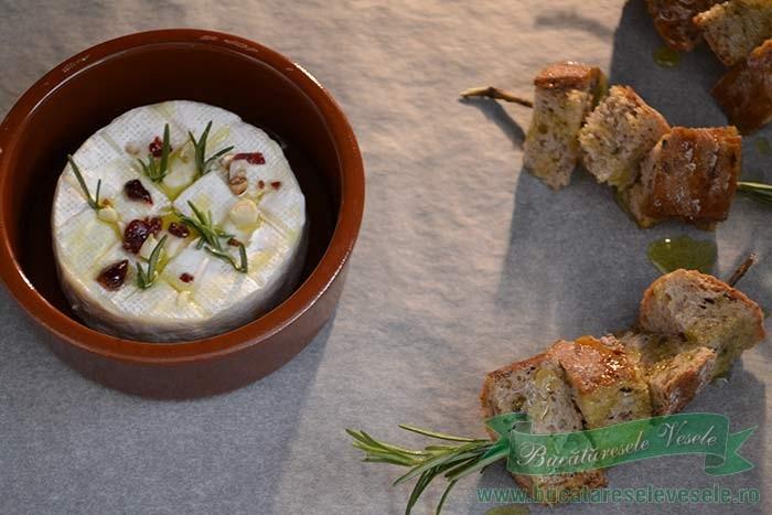 camembert-la-cuptor-cu-migdale-si-merisoare-2
