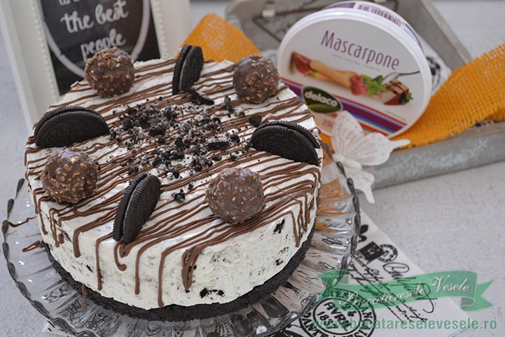 Cheesecake cu Oreo si Ferrero Rocher