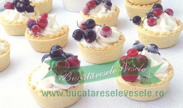 Cosulete cu Crema de Branza si Fructe