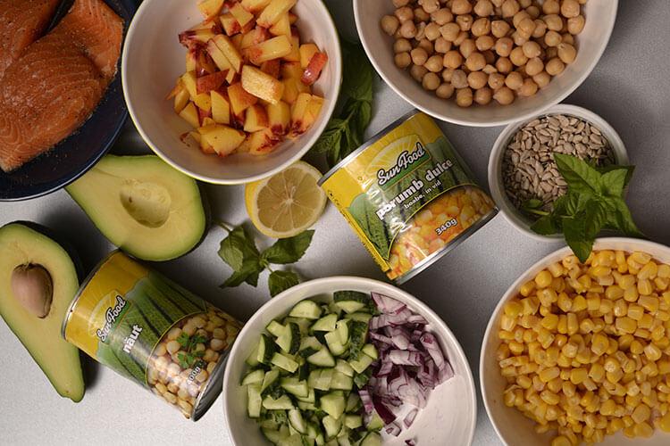 Salata de cuscus cu legume si somon