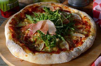 pizza cu pere si gorgonzola
