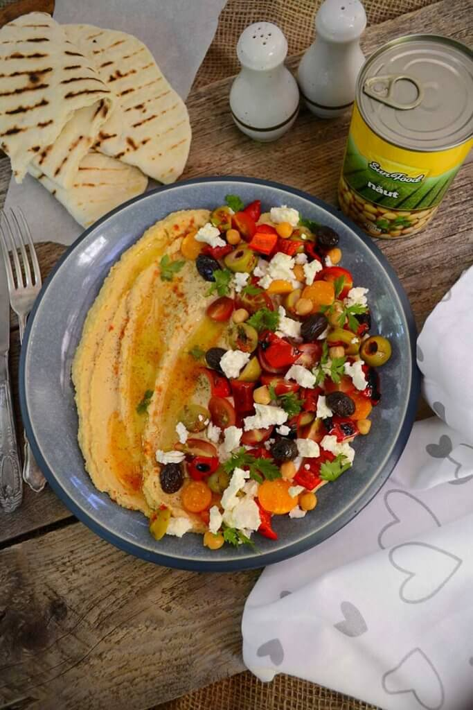 platou aperitiv cu hummus
