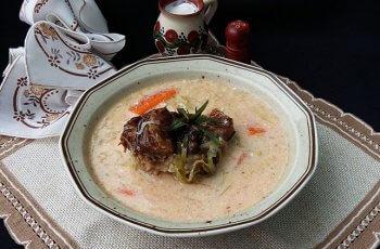Supa de varza dulce cu ciolan afumat