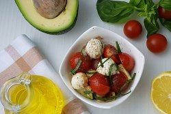 Salata cu Avocado si Branza