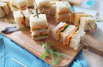 Mini sandvisuri pentru petreceri